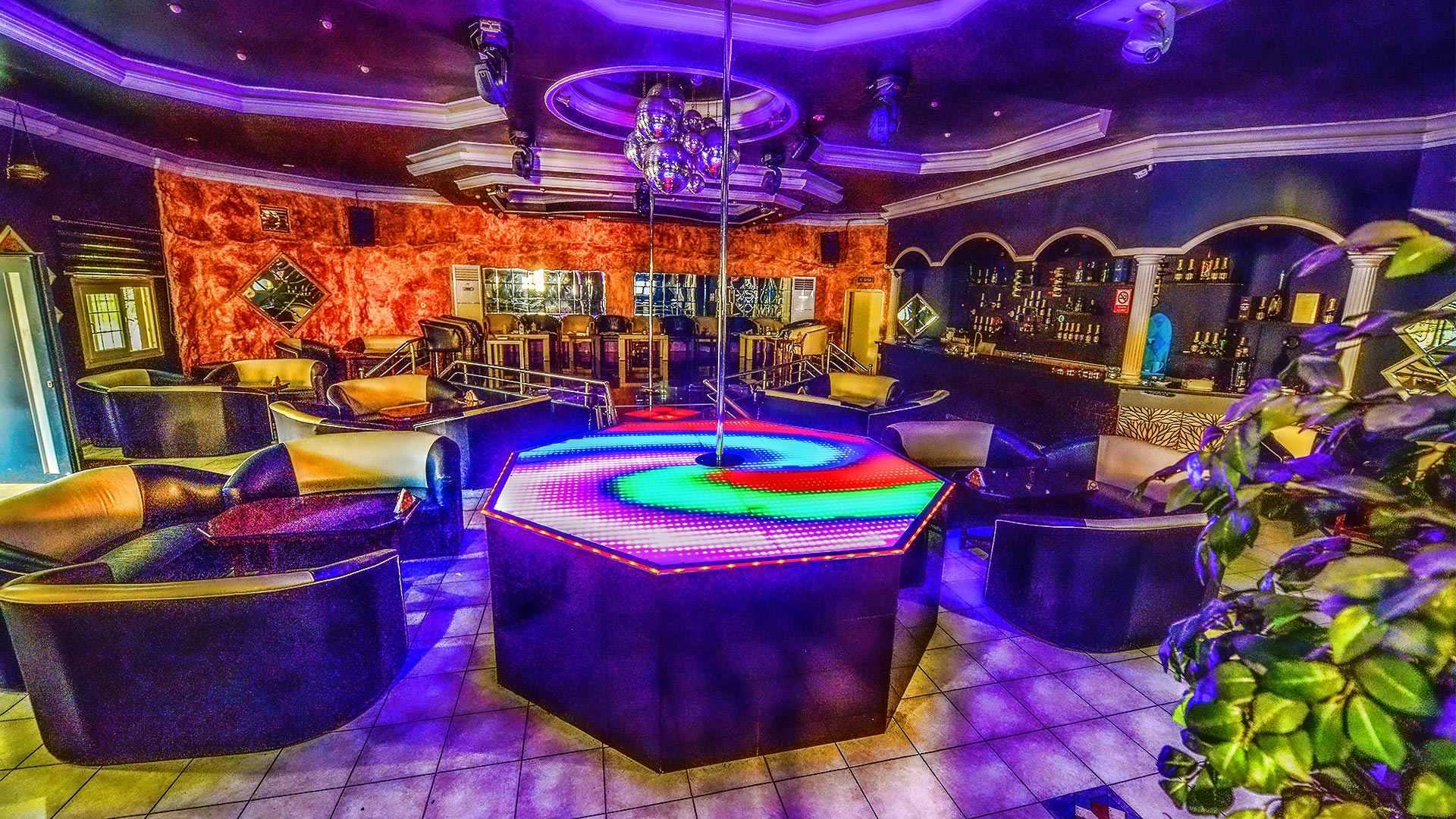 titanic-night-club